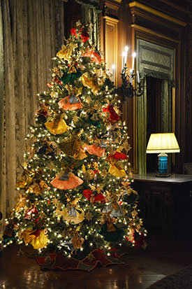 please note on christmas eve december 24 the last tour admission at all houses will be at 3 pm houses are closed on thanksgiving and christmas day - Mansion Christmas Decorations